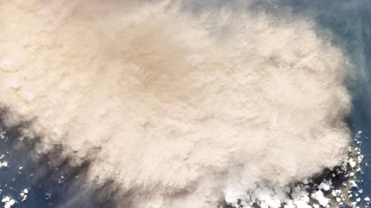 'Huge' explosion rocks St. Vincent as volcano keeps erupting