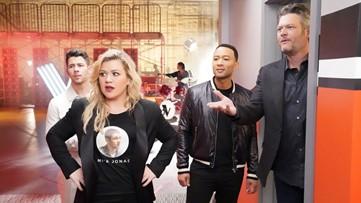 'The Voice': Watch Nick Jonas Try to Teach Blake Shelton About TikTok