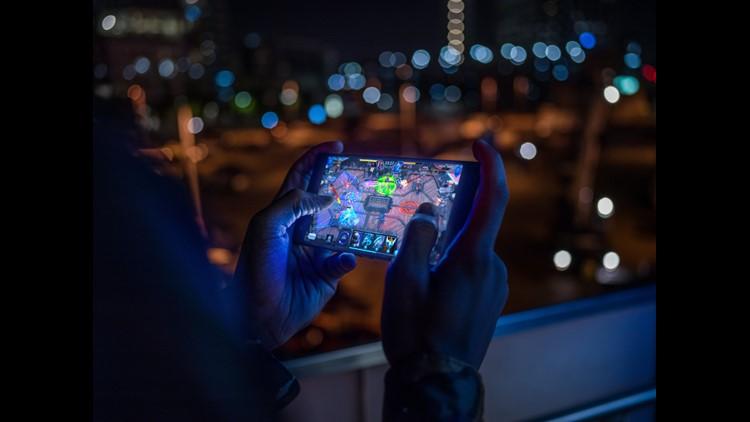 Phone 2 2018 Lifestyle Shoot2 23