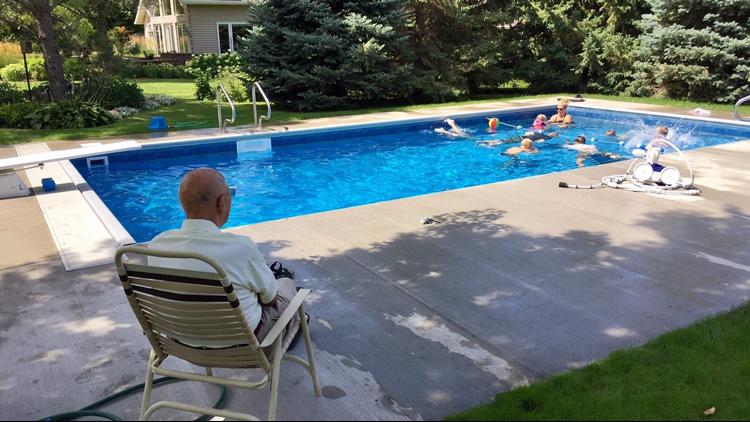94-year-old puts in pool for neighborhood kids