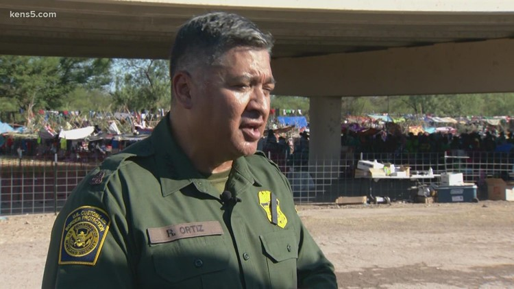 US Border Patrol chief outlines plan to move more than 14,000 migrants from packed Texas encampment