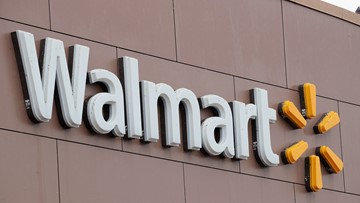 Oregon thief tries to steal from Walmart during toy drive attended by cops