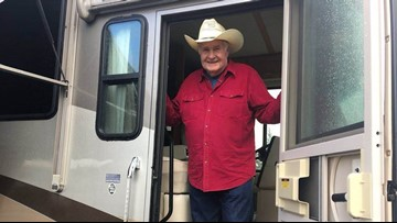 Oregon man gives motor home to single mother left homeless by Camp Fire