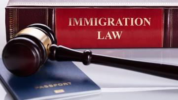 ¿A quiénes afecta la nueva regla de inmigración de 'carga pública'? Más detalles aquí