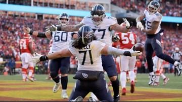 Big man, big score: Titans OL Dennis Kelly is the heaviest player to catch a touchdown in the postseason