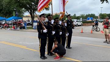 Texas boy helps Arlington Honor Guard tie his shoe during parade