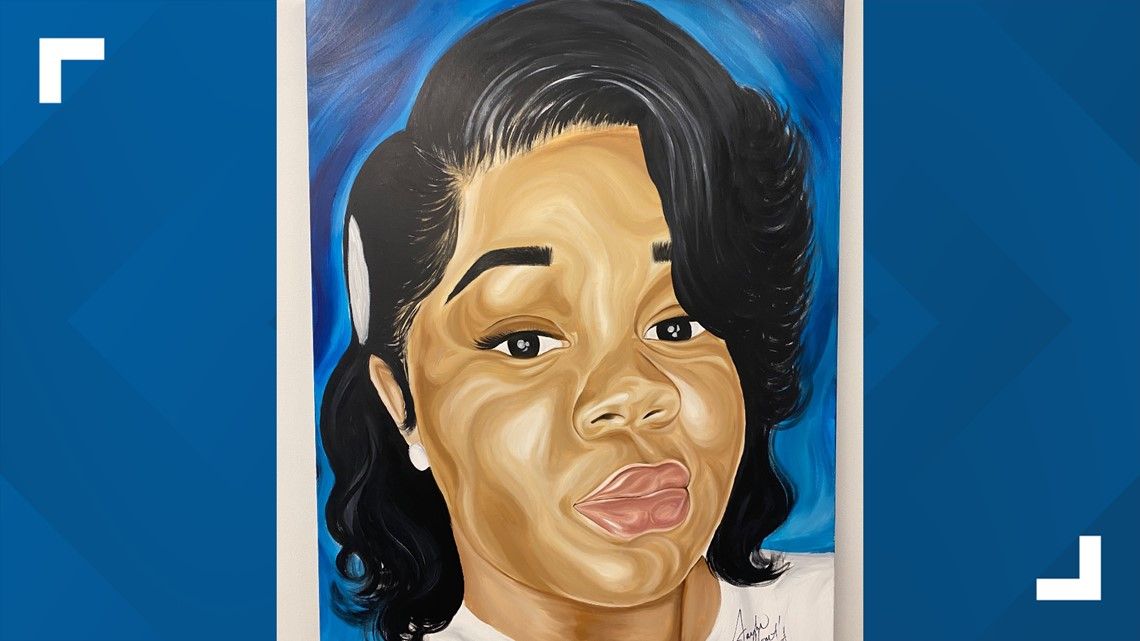 Louisville Artist Creates Breonna Taylor Mural Projected Onto Metro Hall Whas11 Com
