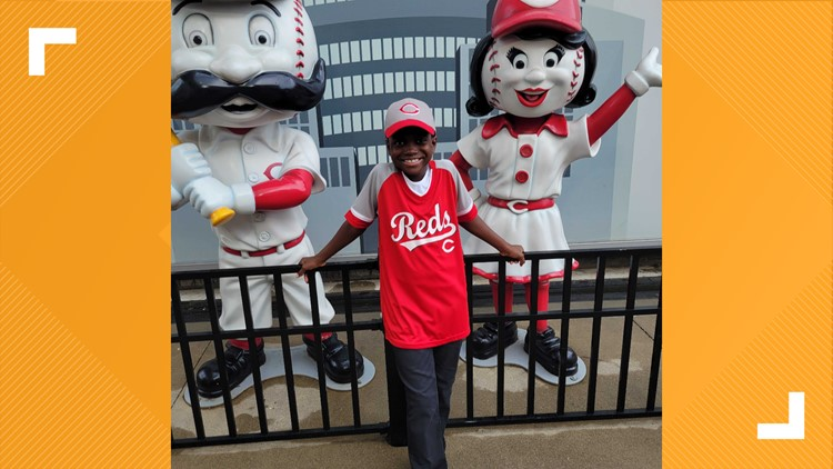JCPS third-grader, who went viral with National Anthem rendition, sings at Cincinnati Reds game