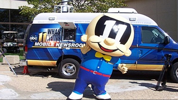 fisbie with mobile news room truck at fair.jpg_15802438
