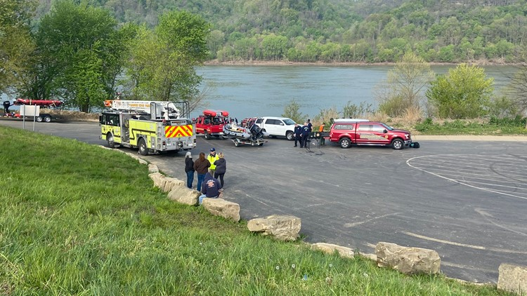 Authorities move from search to recovery as 2 boaters remain missing following Ohio River crash involving barge