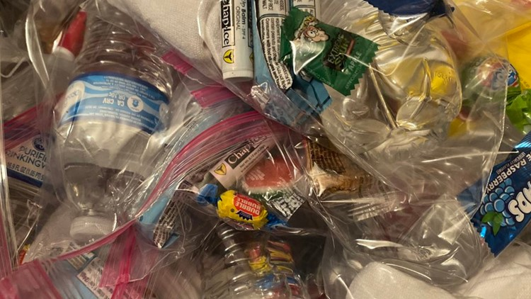 Shawnee makes treat bags for Louisville homeless