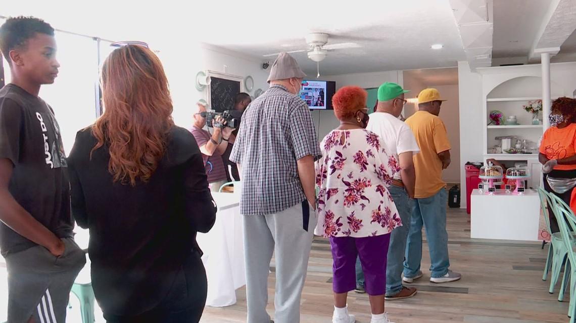 Black entrepreneurship program helps Sweet Peaches reopen in Russell neighborhood