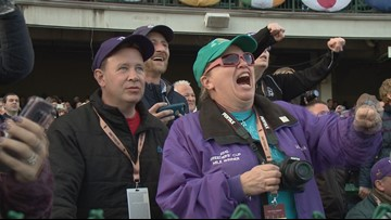 Fans flock to Churchill Downs for return of Breeder's Cup
