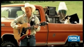 Mission Possible: Country singer shares gift of giving