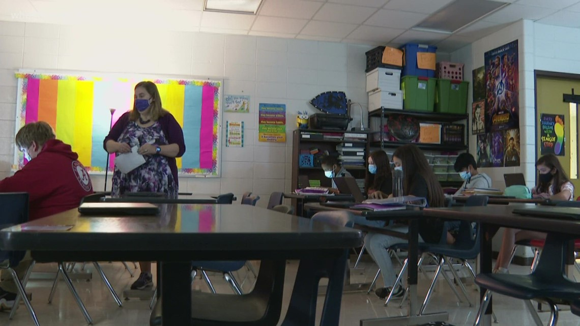 'I was in 6th grade': Louisville middle school teacher combines past and present in 9/11 lesson