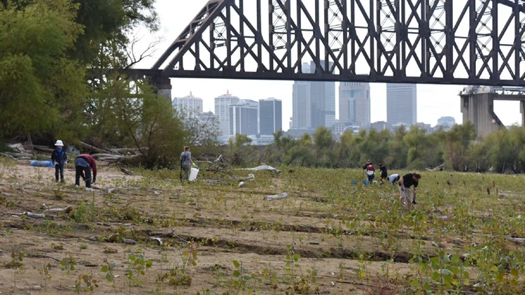 Group clears plastic drums, tires from Falls of the Ohio State Park