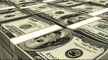 Man returns $43K he found in thrift store couch