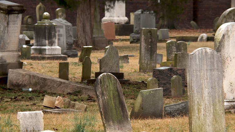 Abandoned graves at Eastern Cemetery