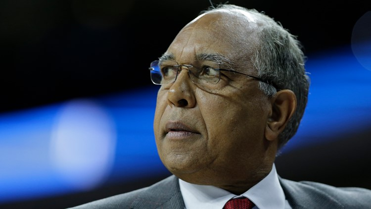 Kentucky will honor ex-coach Tubby Smith with retired jersey