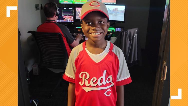PHOTOS   Kentucky third-grader DCorey Johnson sings national anthem at Reds game