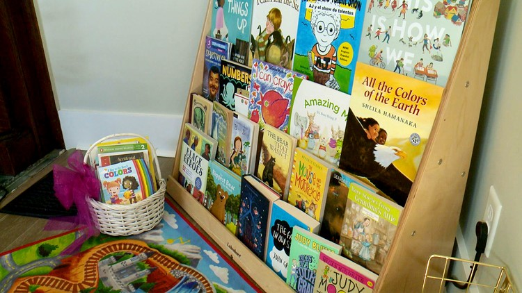 New Highlands business giving away books to children