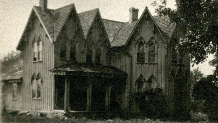 The house that used to exist at the end of Seven Gables Rd.